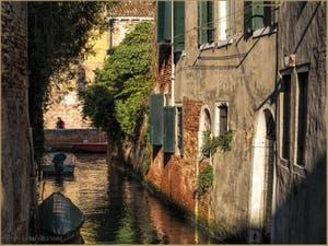 Le Printemps sur le Rio de la Racheta, dans le Sestier du Cannaregio à Venise.