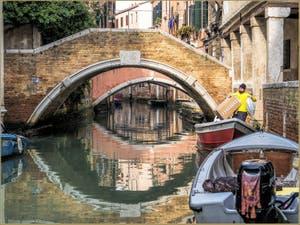 Dans les yeux des ponts Widmann et Pasqualigo, dans le Sestier du Cannaregio à Venise.