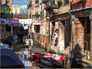 Balade Romantique et lessive, Fondamenta del Rielo, dans le Sestier du Castello à Venise.