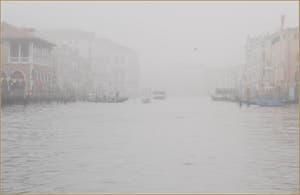 Brouillard Gris Perle sur le Grand Canal de Venise.