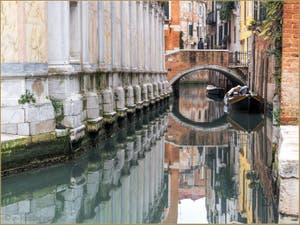 Charme, quiétude et harmonie du Rio dei Miracoli, dans le Sestier du Cannaregio à Venise.