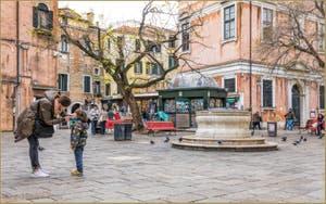 Le puits du Campo dei Santi Apostoli, dans le Cannaregio à Venise.