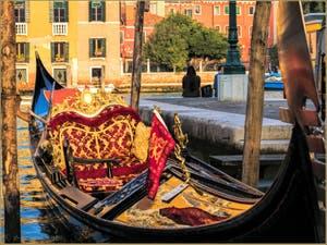 La Splendeur des Gondoles de Venise, sur le Grand Canal à coté de l'Accademia