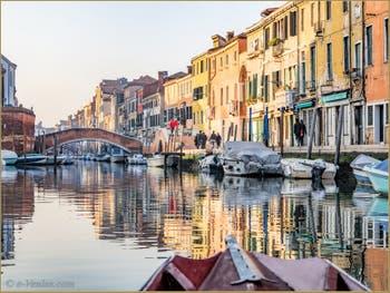 Le Rio et le pont de San Girolamo et la Fondamenta dei Ormesini, dans le Cannaregio à Venise.
