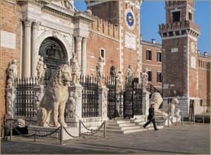L'entrée de l'Arsenal de Venise et ses Lions, dans le Castello.