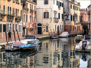 Les reflets du Rio de la Sensa et la Fondamenta dei Mori à Venise.