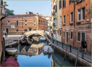 Le Campo, le Rio, le pont et la Fondamenta dei Frari, dans le Sestier de San Polo à Venise.