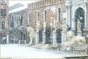 Les lions de l'Arsenal de Venise sous la neige.