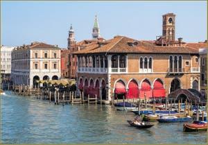 Le Grand Canal, les Fabbriche Nove et la Pescaria à Venise.