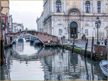 Le Rio dei Mendicanti devant la Scuola Grande San Marco, dans le Castello à Venise.