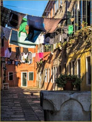 Lessive au vent Corte de le Colone, dans le Sestier du Castello à Venise.