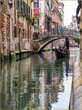 Gondole Rio de Santa Marina, dans le Cannaregio à Venise.