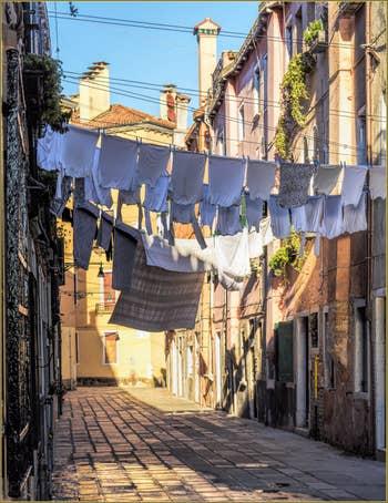 Cheminées et Lessive Calle de le Colone, dans le Sestier du Castello à Venise.