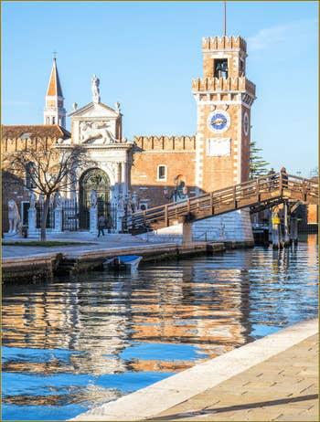L'entrée de l'Arsenal de Venise et le Campanile de San Francesco de la Vigna, dans le Castello.