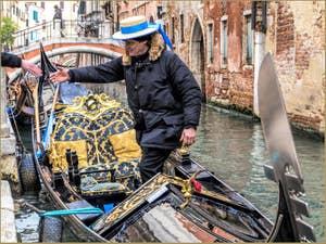 En Gondole sur le Rio de San Felice dans le Cannaregio à Venise.