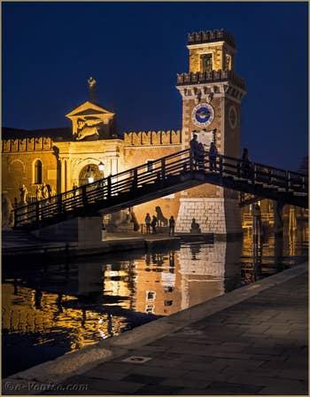 L'Arsenal de Venise la nuit, dans le Castello à Venise.