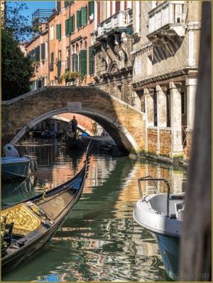 Gondoles Rio de Ca' Widmann, dans le Cannaregio à Venise.