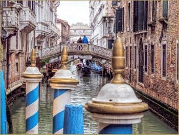 Le Rio de la Canonica et le Pont des Soupirs à Venise.