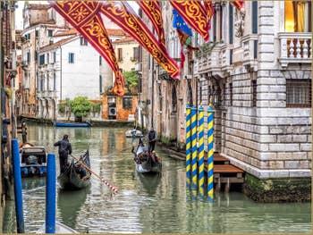 Gondoles sur le Rio Santa Marina, dans le Castello à Venise.
