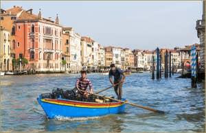 Sanpierota sur le Grand Canal de Venise.