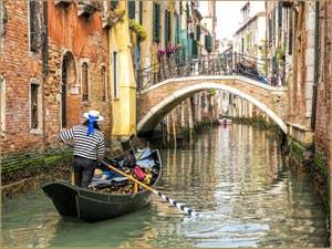 Sandolo sur le Rio dei Scudi Santa Ternita, dans le Castello à Venise.