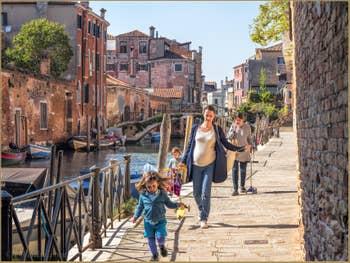 La Fondamenta de l'Abazia et le Rio de la Sensa, dans le Cannaregio à Venise.
