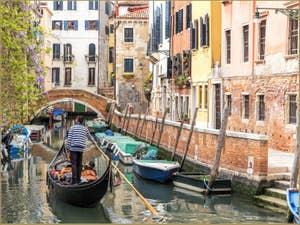 Gondole sur le Rio de Sant'Andrea, dans le Cannaregio à Venise.