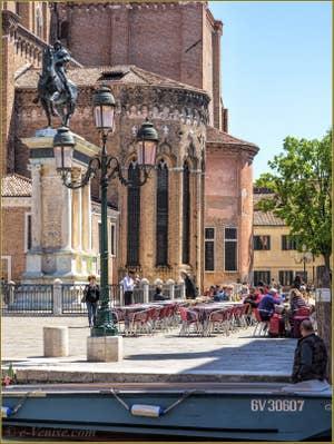 Terrasses des cafés Campo San Giovanni e Paolo, dans le Castello à Venise.