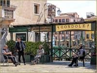 Les Gondoliers du Traghetto de Santa Sofia à Venise