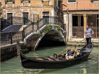 Amoureux en Gondole Rio San Severo à Venise
