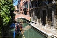 Gondole devant le pont Pasqualigo à Venise