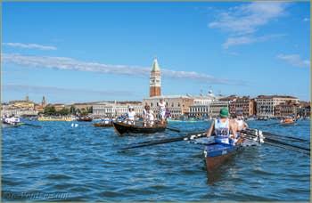 Le départ de la Vogalonga sur le bassin de Saint-Marc à Venise.