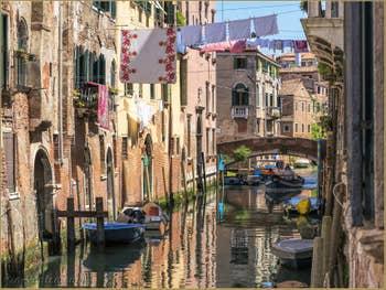 Promenade en reflets à San Francesco de la Vigna, dans le Castello à Venise.