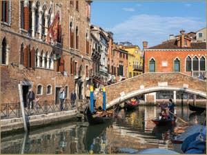 Le Rio del Gaffaro et le pont Marcello à Santa Croce à Venise.
