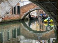 Gondoles sur le Rio dei Miracoli à Venise