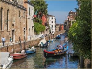 Barque Traditionnelle Vénitienne Rio de Santa Caterina, dans le Cannaregio à Venise.