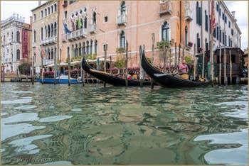 Gondoles du Traghetto de Santa Sofia, dans le Cannaregio à Venise.