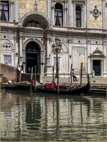 Gondole Scuola Grande San Marco, dans le Castello à Venise.
