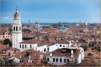 Campanile de l'église Sant'Antonin, dans le Castello à Venise.