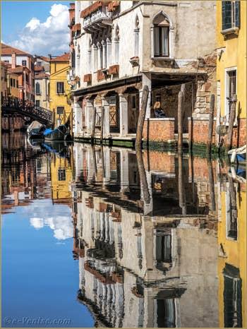 Le Miroir du Rio Priuli Santa Sofia, dans le Cannaregio à Venise.
