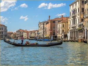 Gondole sur le Grand Canal de Venise.