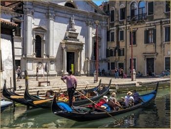 Gondoles à Santa Maria Formosa, dans le Castello à Venise.