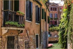 Le charme du Rio et de la Fondamenta de la Toletta, dans le Dorsoduro à Venise.