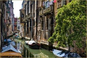 Le Rio de San Cassan et le pont de le Tette entre San Polo et Santa Croce à Venise.