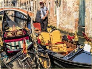 Gondoles Rio de San Felice, dans le Cannaregio à Venise.