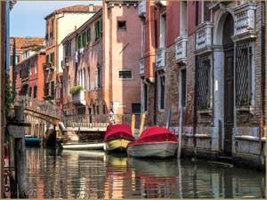 Le Pont dei Sartori et le Rio dei Gozzi, dans le Cannaregio à Venise.