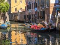Gondoles sur le Rio de San Giacomo dall'Orio à Venise