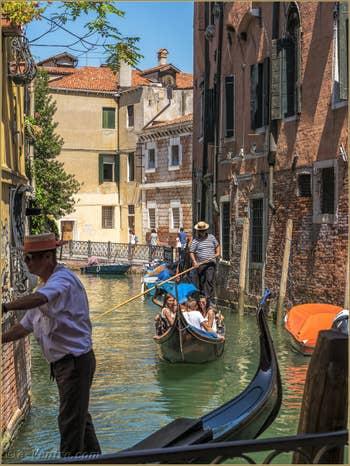 Gondoles sur le Rio de San Severo, dans le Castello à Venise.