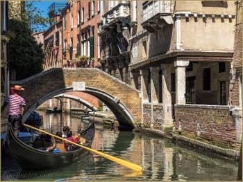 Gondole Rio de Ca' Widmann, dans le Cannaregio à Venise.
