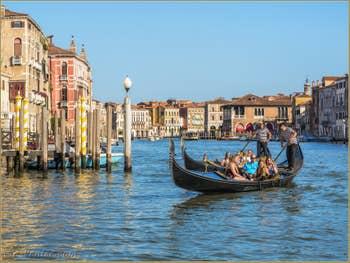 Deux Gondoles sur le Grand Canal de Venise.
